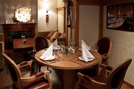 Ресторан Discovery - фотография 4 - Зал 2 этажа