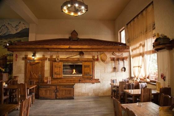 Ресторан Старый базар - фотография 2 - основа интерьера - дерево