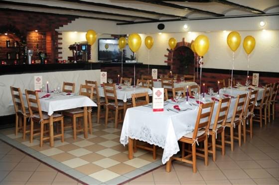 Ресторан Гурман - фотография 3 - Большой зал вмещает 40 человек и подойдет для корпоратива, свадьбы и других торжеств.