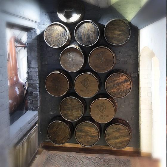 Ресторан Whisky Rooms - фотография 18 - вход бочки