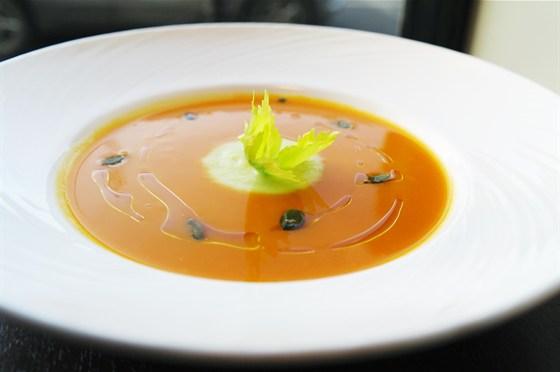 Ресторан Бенуа - фотография 25 - Суп пюре из тыквы и сельдерея