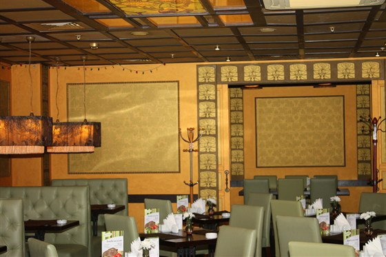 Ресторан Мидори - фотография 13 - Зал европейской и русской кухни, вход в отдельный банкетный зал