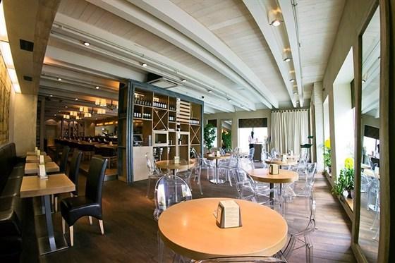 Ресторан Why Not - фотография 1 - Уютный домашний интерьер ,оставит вам приятные эмоции и хорошее настроение!