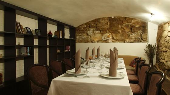 Ресторан Выставка - фотография 2 - Каменный зал.
