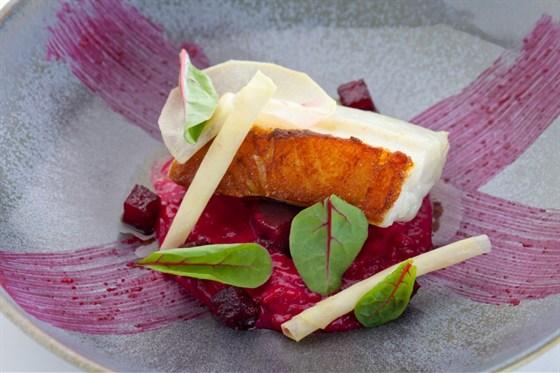 Ресторан Оранж 3 - фотография 9 - Палтус 3 свеклы (950 руб) (Палтус, свекла, ризотто)