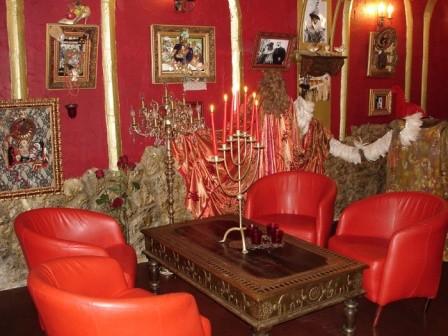 Ресторан Цвет граната - фотография 4 - Авторское оформление  в стиле Параджанова