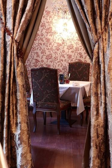 Ресторан Mon Сafe - фотография 11 - Зал для некурящих