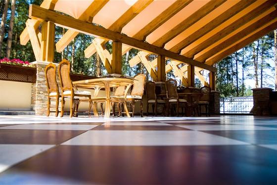 Ресторан Подмосковные вечера - фотография 4 - Летняя площадка