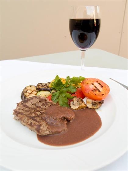 Ресторан Benvenuti - фотография 3 - мясо с овощами для тех кто на раздельном питании)