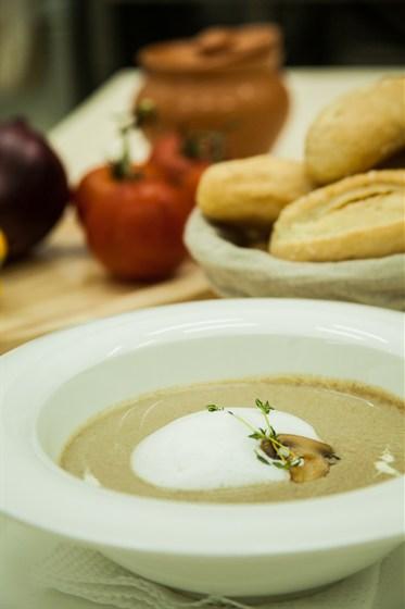 Ресторан La familia - фотография 33 - Крем-суп из лесных грибов