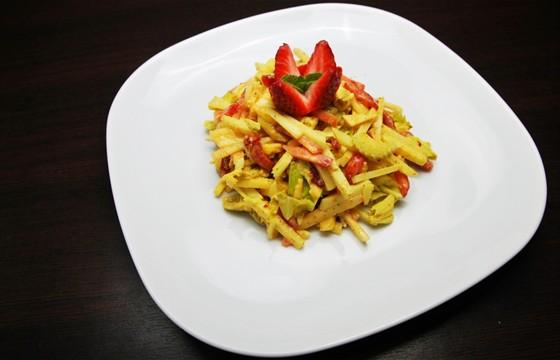 Ресторан Felice - фотография 16 - Салат из курицы с ананасом 250 руб