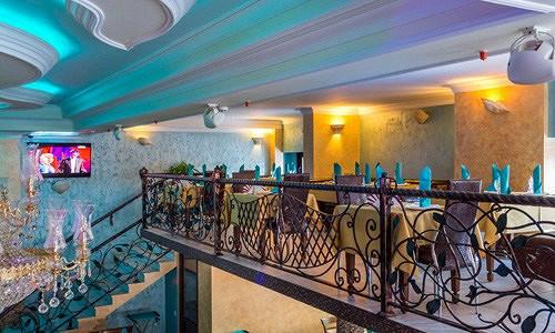 Ресторан Аквариум - фотография 14 - Лестница на балкон.