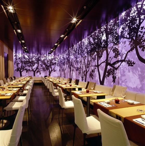 Ресторан Apple Bar - фотография 3 - ресторан вечером