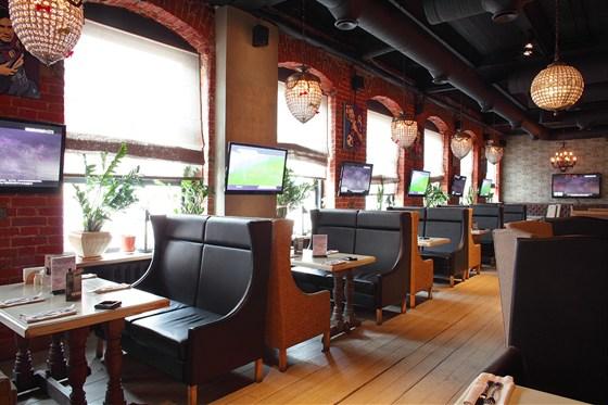 Ресторан Jimmy's Pub - фотография 2 - Большой зал