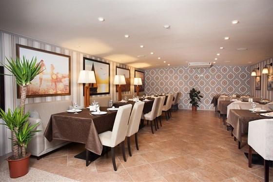 Ресторан Ротонда - фотография 8 - банкетный  зал ( от  30 человек ), с  VIP - кабинками ( посадка 16 человек )