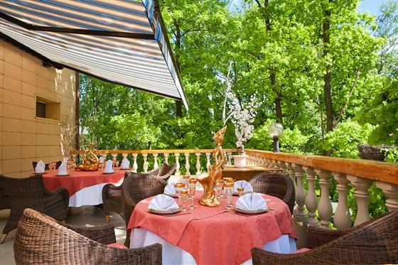 Ресторан Любить по-русски - фотография 7 - Веранда