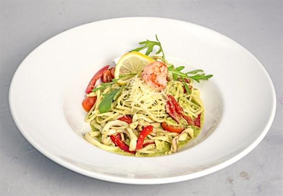 Ресторан Grand Pizza - фотография 14 - Спагетти с кальмаром и соусом песто