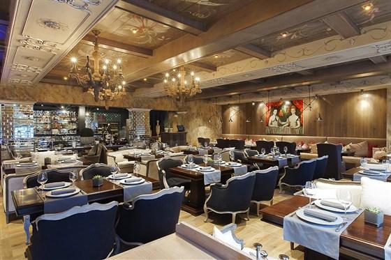 Ресторан Hills - фотография 11 - Основной зал