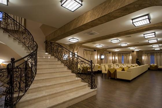 Ресторан Шалье - фотография 4 - Вход в европейский зал и караоке