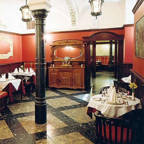 Ресторан Дворец князя Кочубея - фотография 2 - Ресторан. Красный зал.