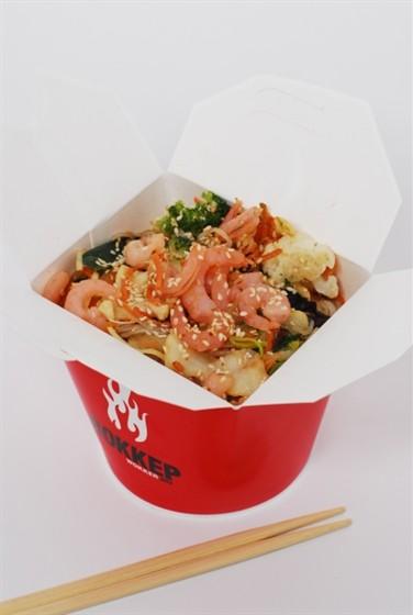 Ресторан Воккер - фотография 10 - Вок «Креветки в устричном соусе» с яичной лапшой, 400 гр.,  250,-