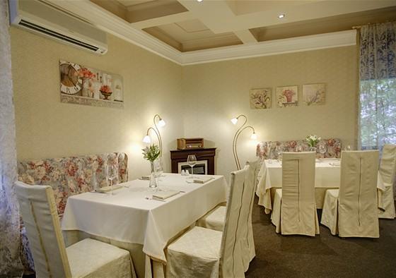 Ресторан Колесо времени - фотография 4 - Каминный зал на 40 персон