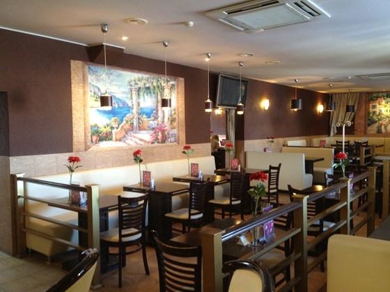Ресторан Традиции вкуса - фотография 4 - Зал для курящих.