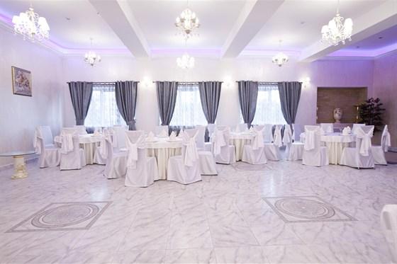 Ресторан Виноградник - фотография 6 - Белый зал