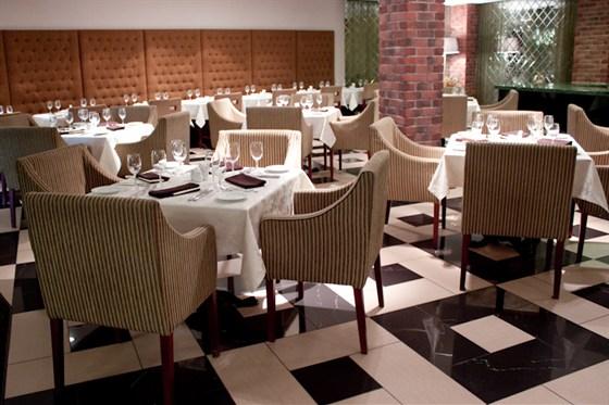 Ресторан Plaza - фотография 10 - уютный ресторан и приятная атмосфера только для Вас!