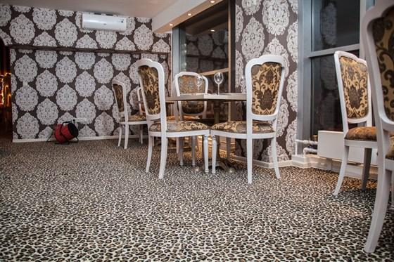 Ресторан La familia - фотография 16 - Зал кофейни с панорамным видом