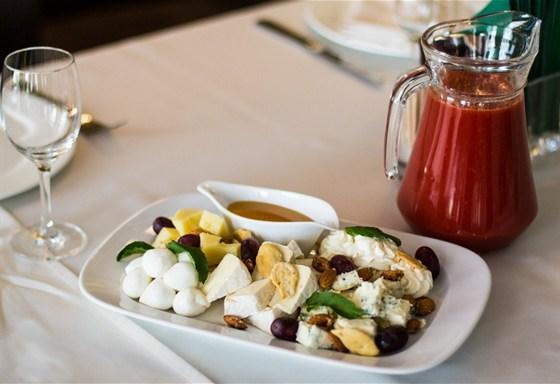 Ресторан Mon ami - фотография 12 - Сырная тарелка