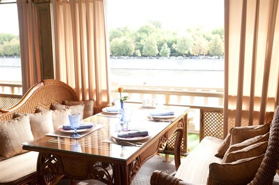 Ресторан Генацвале-сити - фотография 10 - Солнце в гостях у Генацвале City