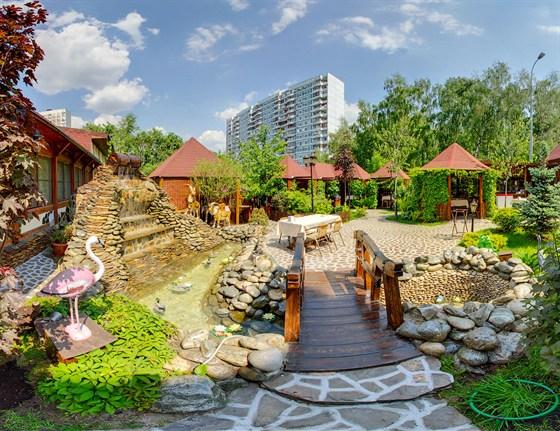 Ресторан Шахин-шах - фотография 10 - Водопад