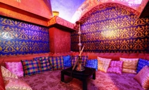 Ресторан Мархаба - фотография 11 - Кальянная комната, также подходит для отдыха и релаксации, чайных вечеринок, для организации досуга детей и для романтических свиданий.