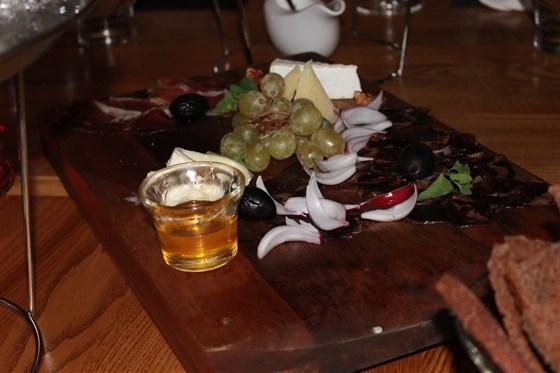 Ресторан Парк-кафе - фотография 7 - Мясные деликатесы