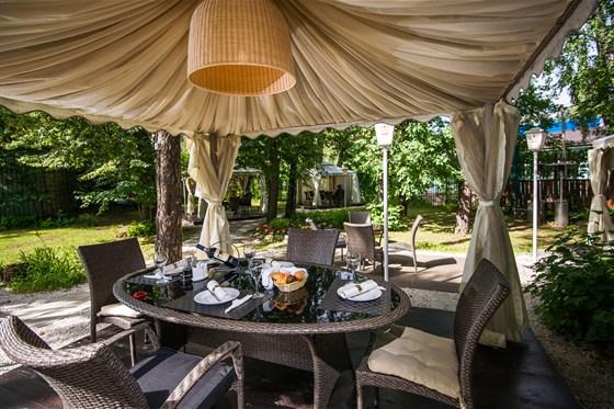 """Ресторан Гарден - фотография 2 - Шатер в """"Биргарден"""" - террасы на открытом воздухе ресторана «Гарден»"""
