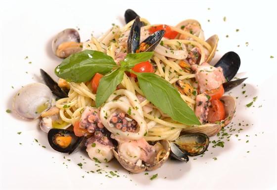 "Ресторан Aromi la bottega - фотография 28 - Спагетти ""Скольо"""