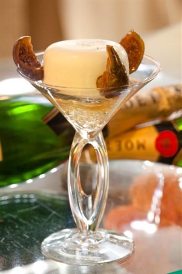 Ресторан Apple Bar - фотография 8 - Панна-котта «Dolce vita» с шампанским
