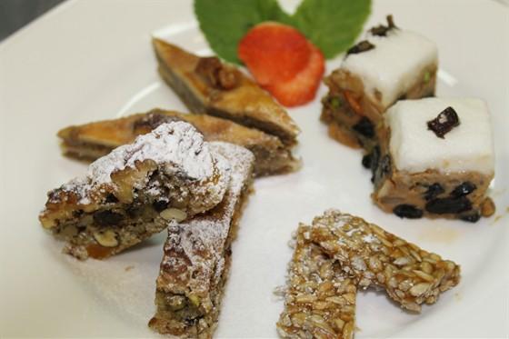 Ресторан Ду-шеш - фотография 11 - ассорти восточных сладостей