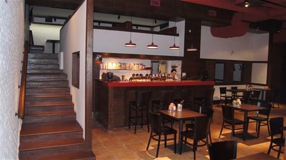 Ресторан Чешский дворик - фотография 13 - Вид со входа в ресторан