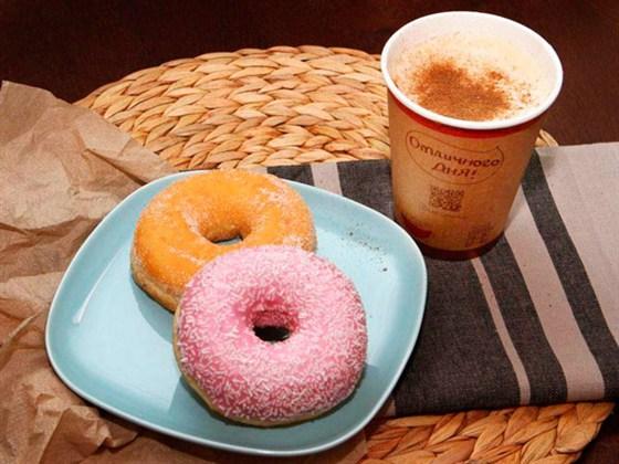 Ресторан Coffee and the City - фотография 1 - Донаты и кофе из меню кофейни