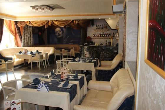 Ресторан Супер Марио - фотография 3 - VIP столик и барная стойка.