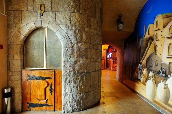 Ресторан Мархаба - фотография 10 - На входе в ресторан