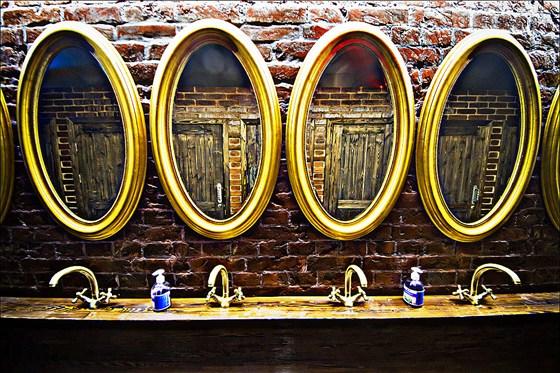 Ресторан Сивка-Бурка - фотография 9 - Сивка-Бурка Зеркала
