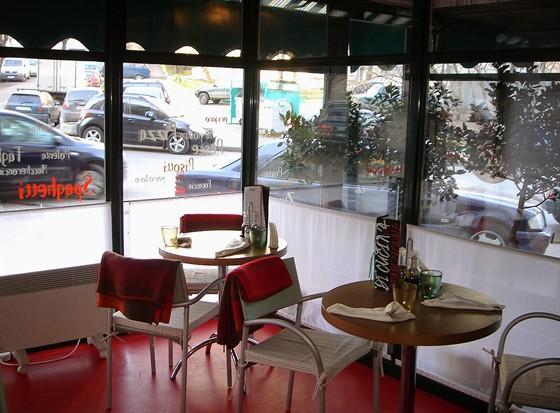 """Ресторан У Сальваторе - фотография 10 - """"Вынесенная терраса"""". Хороша для курящих..Или любящих наблюдать за прохожими :)"""