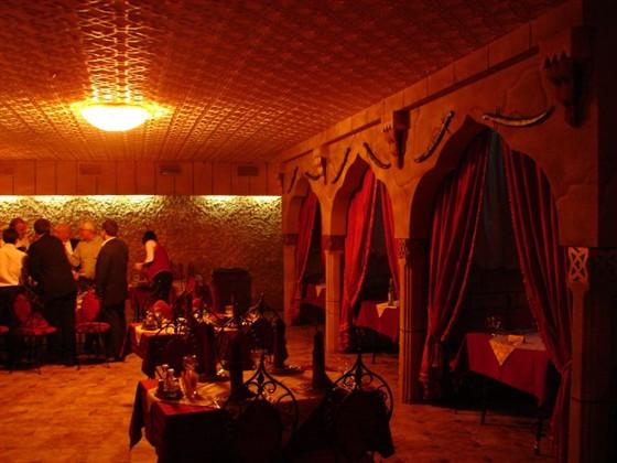 Ресторан Восточный дворик - фотография 1 - основной зал
