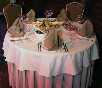 Ресторан Теплоход «Федор Ушаков» - фотография 1 - Малый банкетный зал создает особую атмосферу уюта и комфорта
