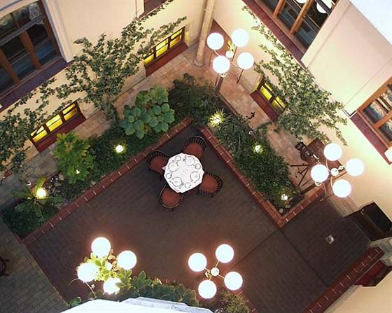 Ресторан Дворец князя Кочубея - фотография 3 - Ресторан. Атриум (зимний сад).