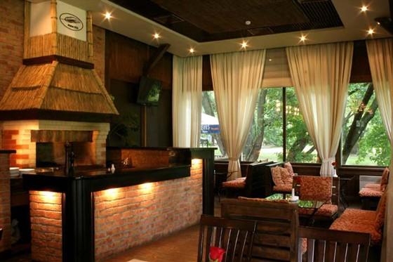Ресторан Поместье - фотография 3 - Каминный зал