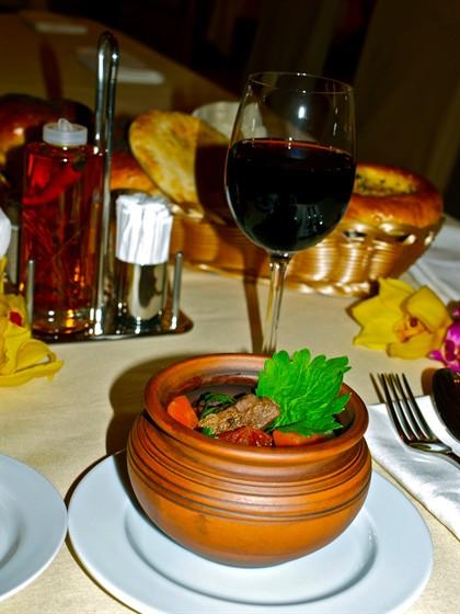 Ресторан Римон - фотография 9 - Говядина ,тушеная с черносливом по старинному еврейскому рецепту